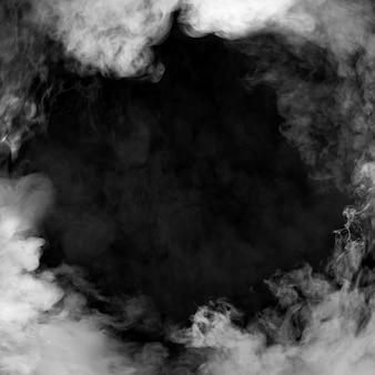 Humo blanco sobre fondo negro