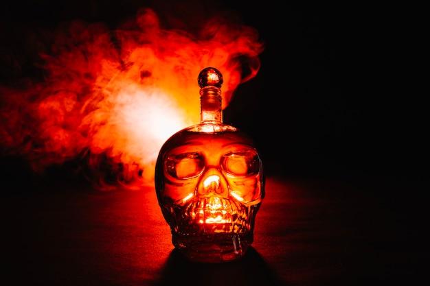 Humo y botella de veneno
