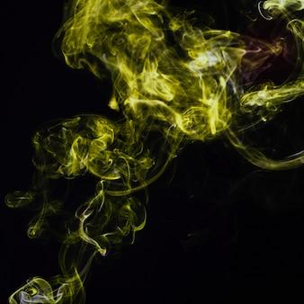 Humo chartreuse sobre fondo negro