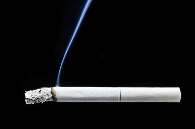 Humo de cigarrillo colilla
