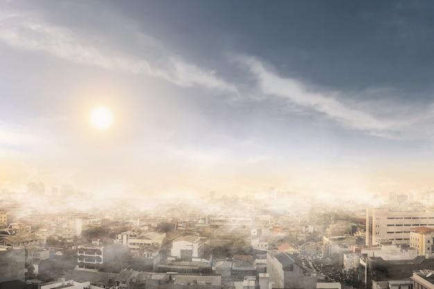 Humo y contaminación del aire en un día