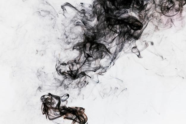 Humo negro espeso
