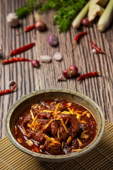 Hunglae curry con especias y carne de cerdo, comida local en el norte de tailandia.