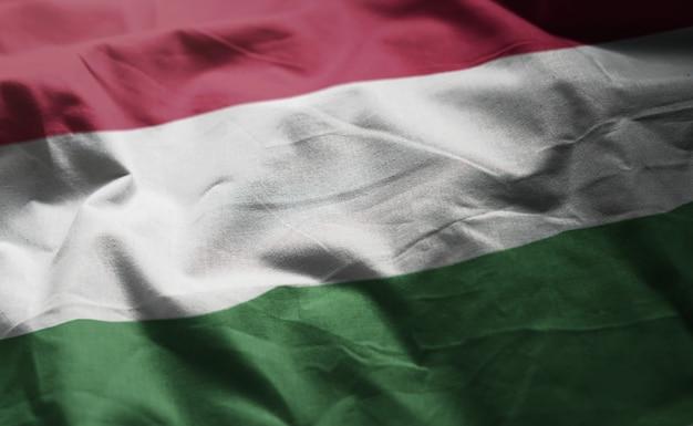 Hungría bandera arrugada cerca