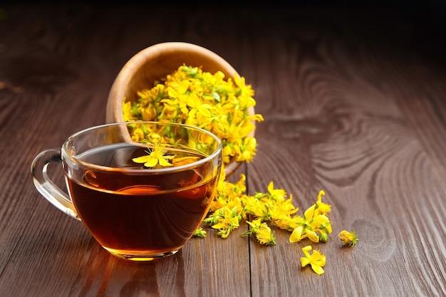 Hypericum perforatum, hierba de san juan o té de plantas tutsan