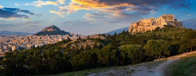Icónico templo del partenón en la acrópolis de atenas grecia Foto Premium