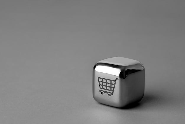 Icono de compras en línea en cubo de metal para un estilo futurista y creativo