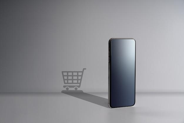 Icono de compras en línea y redes sociales con teléfono inteligente