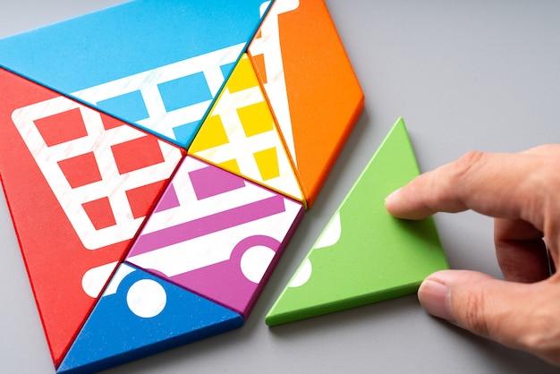 Icono de compras en línea en rompecabezas colorido