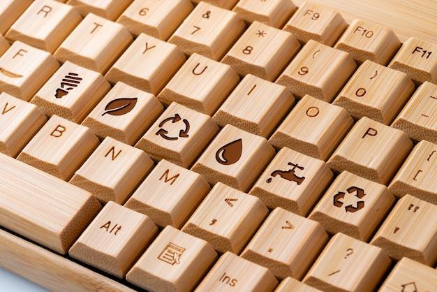 Icono de reciclaje en el teclado de la computadora para el concepto verde y ecológico
