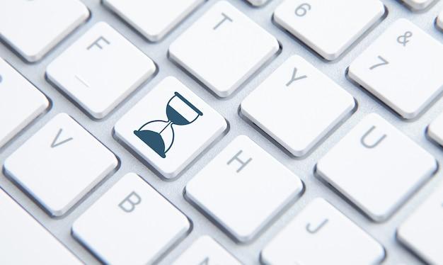 Icono de reloj de arena en el botón del teclado de la computadora. gestión del tiempo. negocio
