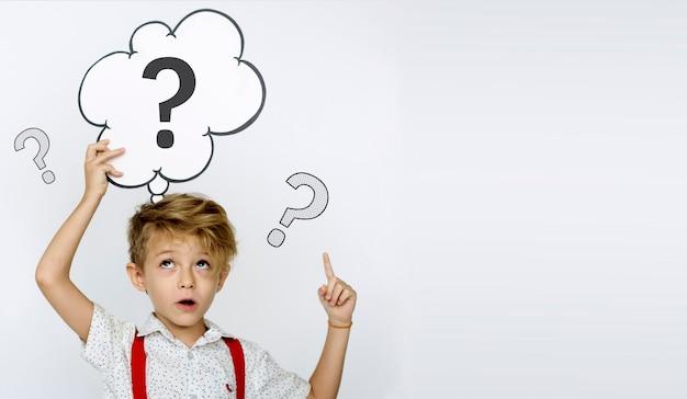 Icono de signo de interrogación pensando en solución