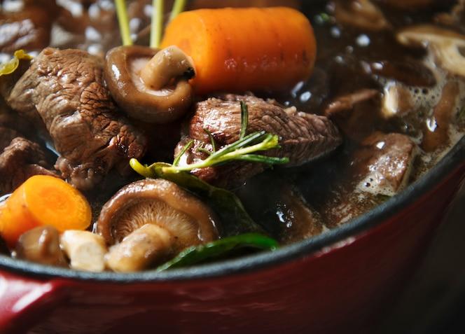 Idea casera de la receta de la fotografía del alimento del guisado de carne de vaca