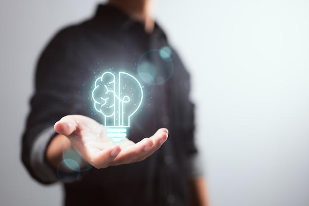 Idea de pensamiento inteligente y concepto de innovación de inspiración de un empresario