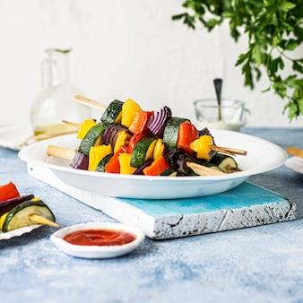 Idea de receta de brochetas de verduras a la parrilla veganas