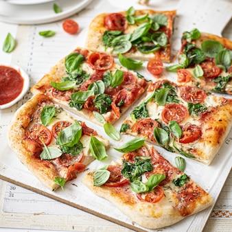 Idea de receta de comida de pizza casera fresca