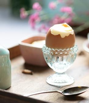Idea de la receta de la fotografía de la comida del huevo hervido suave