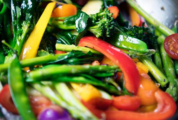 Idea de receta de fotografía de comida de verduras mixtas sauted