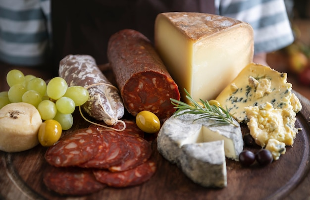 Idea de recetas de fotografía de fiambres y quesos.