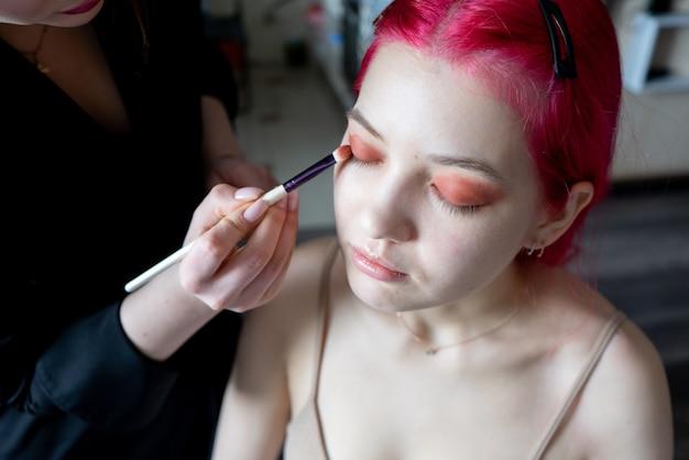 Ideal para artículos sobre la creación de maquillaje en casa, tanto para maquilladores profesionales como para aficionados.
