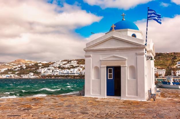 Iglesia de agios nikolaos en la isla de mykonos, grecia