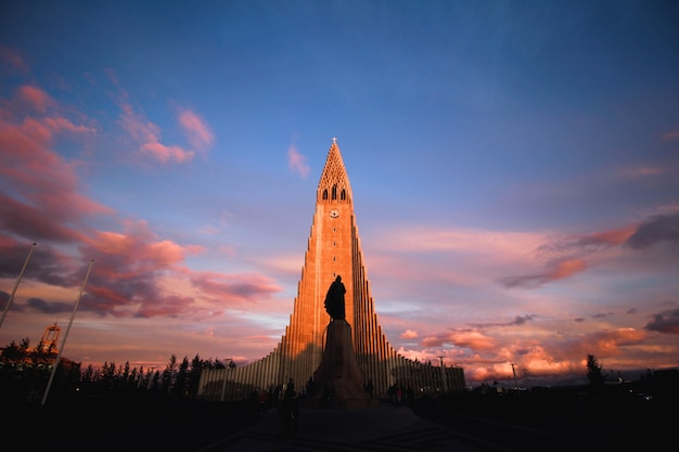 Iglesia al atardecer