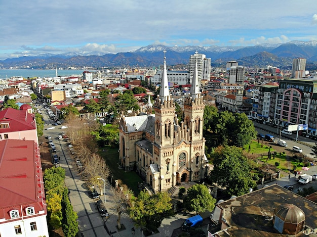 Iglesia catedral vista desde arriba del paisaje urbano y el horizonte