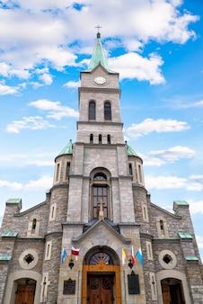 Iglesia católica de la sagrada familia en la calle krupowki en zakopane, polonia