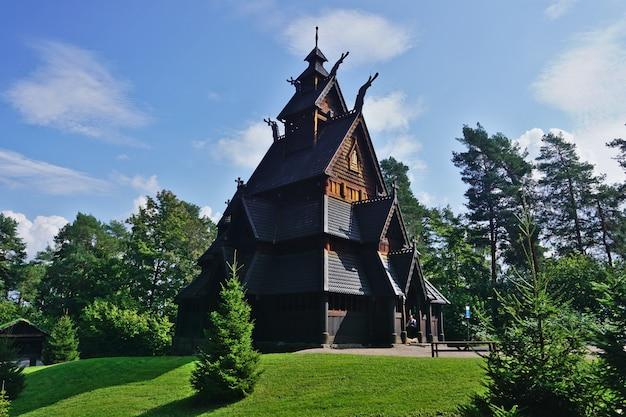 Iglesia de madera de gol en folks museum, oslo, noruega.
