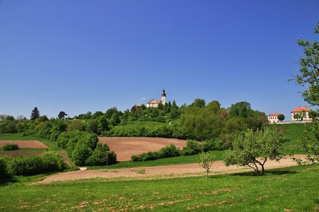La iglesia en las montañas de eslovenia