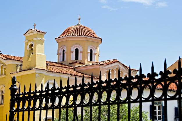 Iglesia en plaka, atenas, grecia