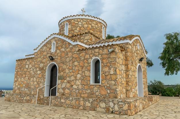 La iglesia del profeta elijah está ubicada en la cima de una montaña en protaras.