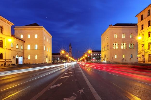 Iglesia de san luis en la noche, munich, alemania