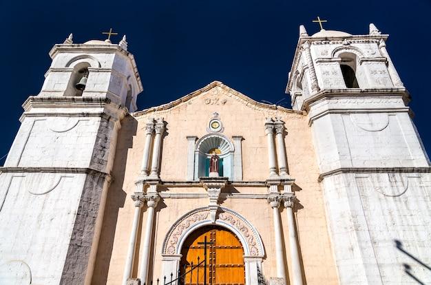 Iglesia de san pedro de alcántara en cabanaconde en el cañón del colca en perú
