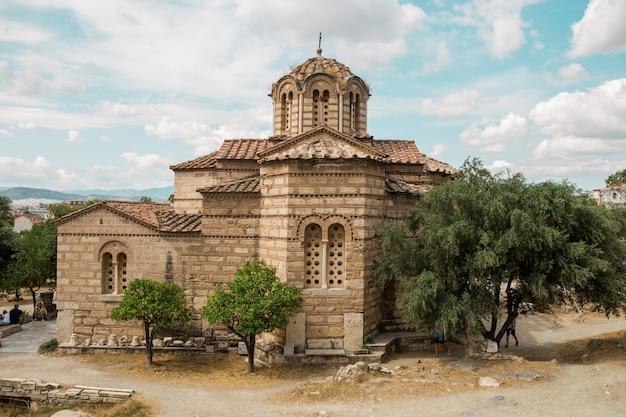 Iglesia de los santos apóstoles en el foro griego en atenas grecia