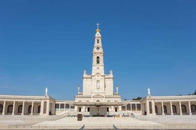 Iglesia santuario en fátima portugal.