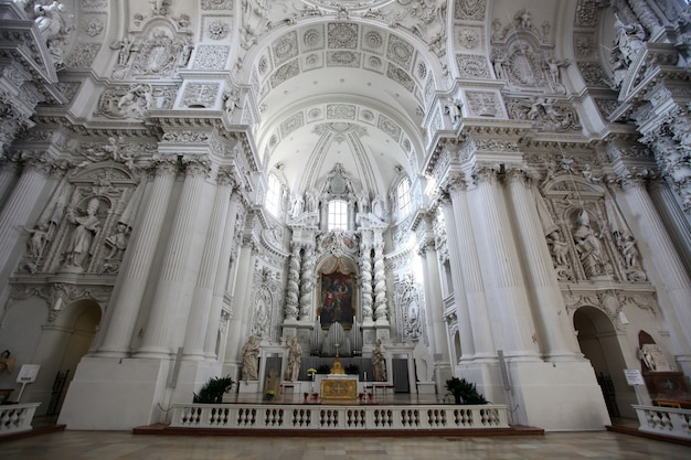 Iglesia teatina de san cayetano (theatinerkirche st. kajetan)