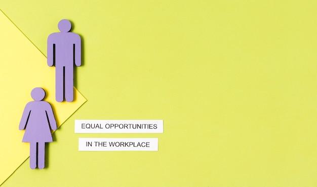 Igualdad de oportunidades en el lugar de trabajo figura de mujer y hombre copia espacio