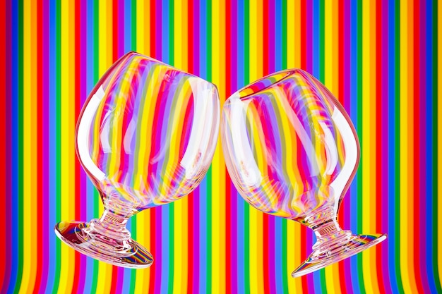 Ilustración 3d dos copas de vidrio para coñac, whisky en una superficie colorida.