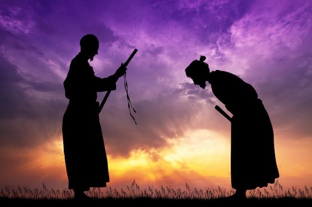 Ilustración de samurai con katana al atardecer
