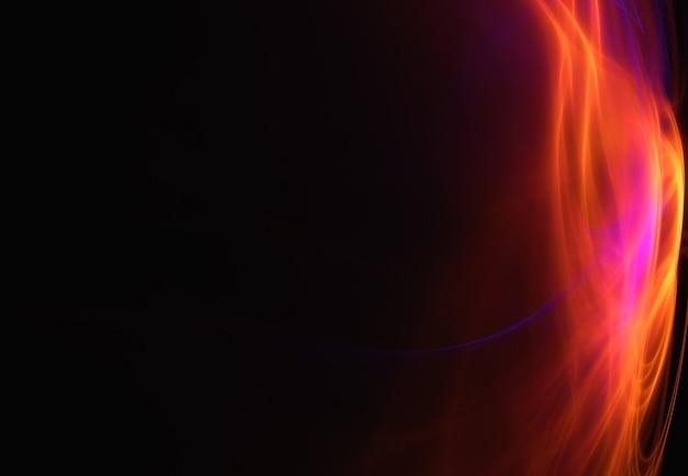 Imagen abstracta de fuego, llama en el lado derecho de la imagen, sobre un fondo negro.