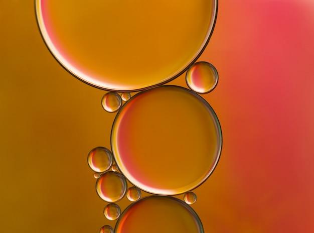 Imagen abstracta gotas de aceite en el agua. fotografía de cerca