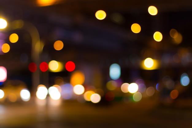 Imagen abstracta de luces bokeh en la ciudad de bangkok.