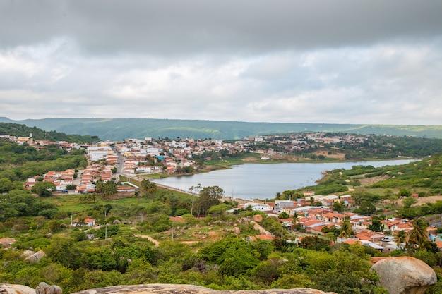 Imagen aérea de la ciudad de lagoa nova