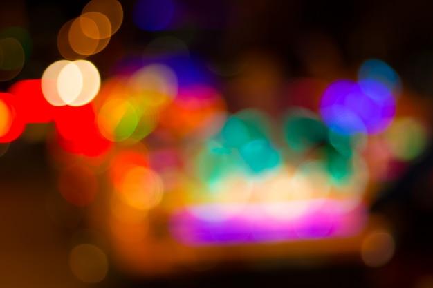 Imagen borrosa de coloridas luces festivas que se pueden utilizar como fondo