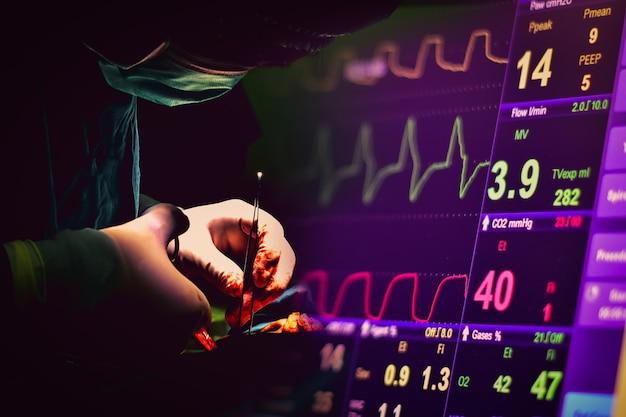 Imagen de un cirujano con un electrocardiógrafo como imagen de fondo. ondas cerebrales en las ondas cerebrales, ondas de frecuencia cardíaca