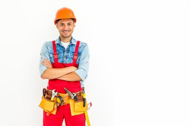 Imagen común del trabajador de construcción masculino en blanco