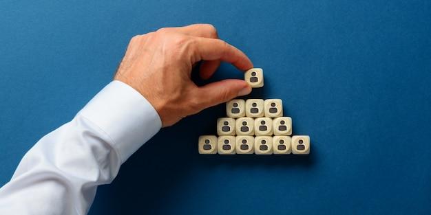 Imagen conceptual de la jerarquía empresarial.