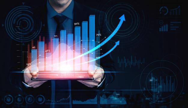 Imagen de doble exposición de negocios y finanzas: empresario con gráfico de informe hacia el crecimiento de las ganancias financieras de la inversión en el mercado de valores