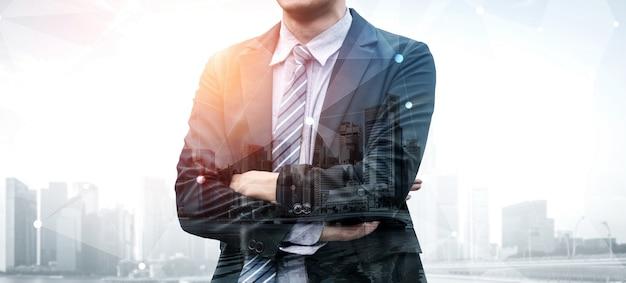 Imagen de doble exposición de una persona de negocios
